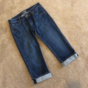 """HUDSON Capris Jeans. Size 27. Waist measures 30"""""""